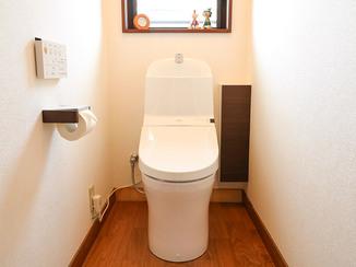 トイレリフォーム カラーを統一し、より落ち着きと温もりを感じるトイレに