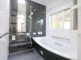 バスルームリフォーム 祖父母が快適に利用できるお風呂&洗面所に