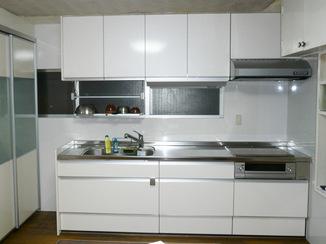 キッチンリフォーム コストを抑えて統一感と収納力のあるキッチン
